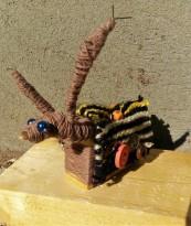 Atelier petite sculpture Lama rigolo en matériaux de récup'. Médiathèque de Signes