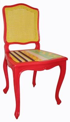 Chaise cannée poncée, assise remplacée puis peinture décorative et vernis.
