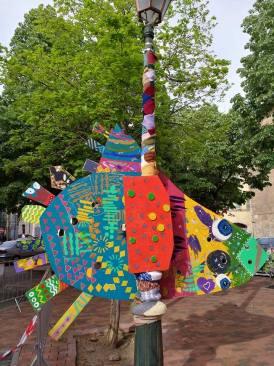 Oiseau MEGA COLOR réalisé avec les enfants du centre ville de St Maximin.