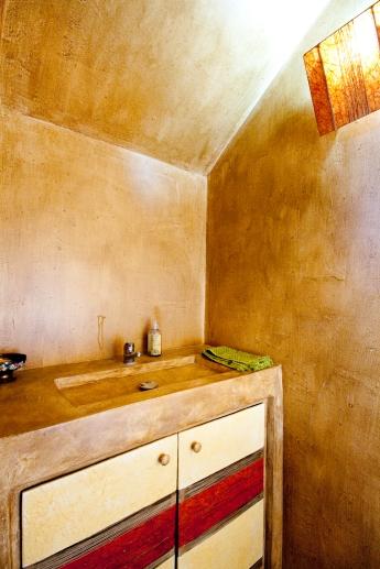 Décoration portes de placard- papier précieux ficelle de lin et pigments - béton ciré et patine murale.